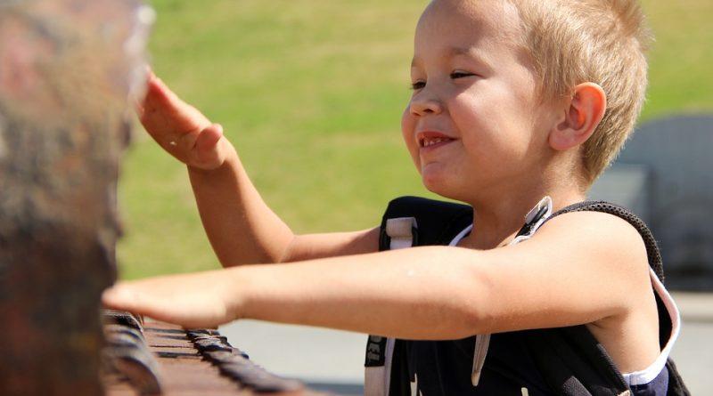 A musicalização infantil traz benefícios cerebrais, sociais e motoros