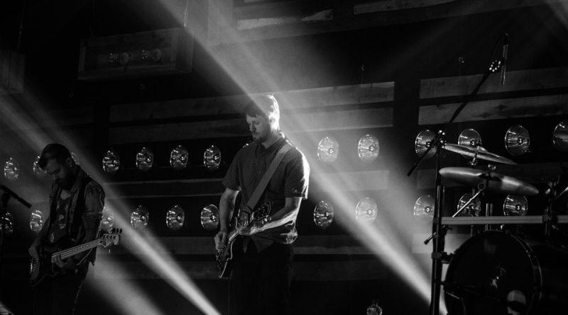 Diferenças entre guitarra corpo sólido e semiacústica